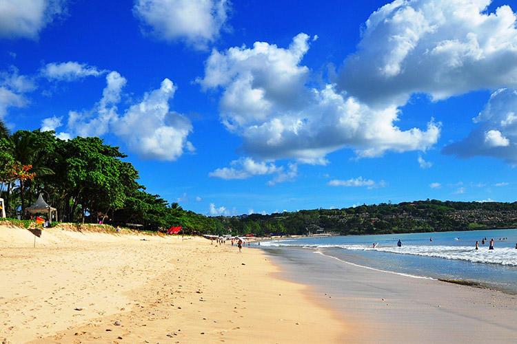 巴厘岛海滩一日游(库塔海滩 情人崖 梦幻海滩 金巴兰海滩)