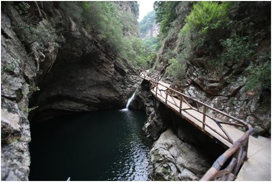 双石井自然风景区,座落于兴隆县南天门满族乡,112国道旁,县城东南15