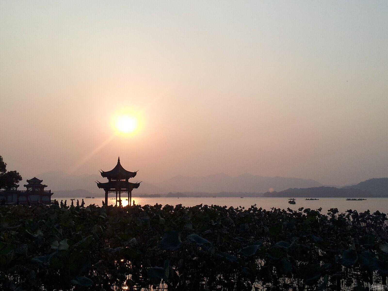 这里作为国家级湖泊型旅游风景区,是去浙江旅游的游客们的必游之地.