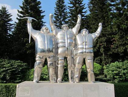 广州雕塑公园位于广州市白云区飞鹅岭下塘西路西侧