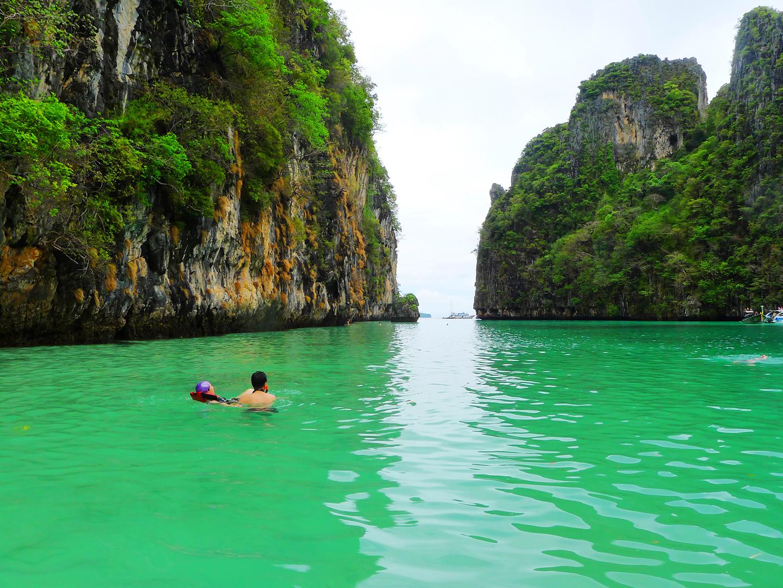 泰国普吉岛11月20左右天气怎样温度,及带衣服推荐如果不上山的话,啥也