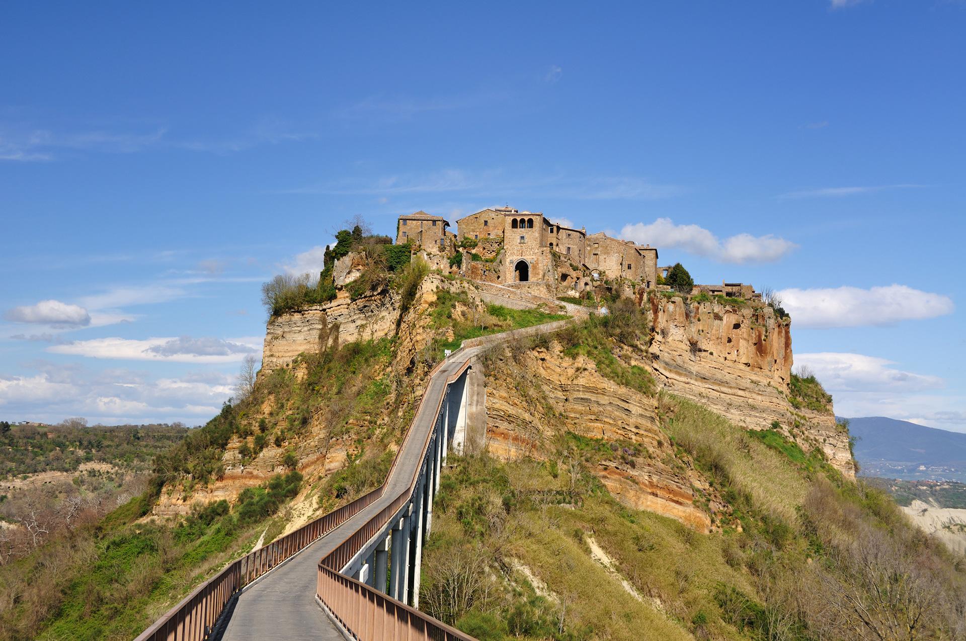 意大利罗马出发-白露里治奥古城(天空之城)、博赛纳湖一天游
