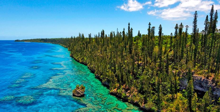 """他就将这片岛屿命名为""""新喀里多尼亚""""."""
