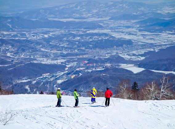 【年味东北】哈尔滨、亚布力滑雪、中国雪乡东北二人转双飞6日游【冰雪大世界-亚布力-雪乡】